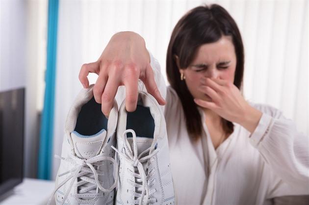 a271bd9c23d Jak vyhnat zápach z bot  pomohou speciální spreje