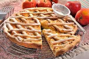 Co s úrodou jablek? Oslaďte si babí léto skvělým koláčem nebo štrúdlem