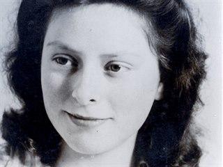 Freddie Oversteegenové bylo čtrnáct, když se za druhé světové války přidala k...