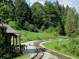Úvrať lesní železnice v sedle Demänová. Tady je rozmezí Kysuc a Oravy.