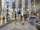 Michael Kors kupuje italskou módní značku Versace. 157810da5bf