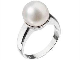 04b70b7f3 Perlové šperky dodají elegantnímu outfitu ten správný šmrnc - iDNES.cz
