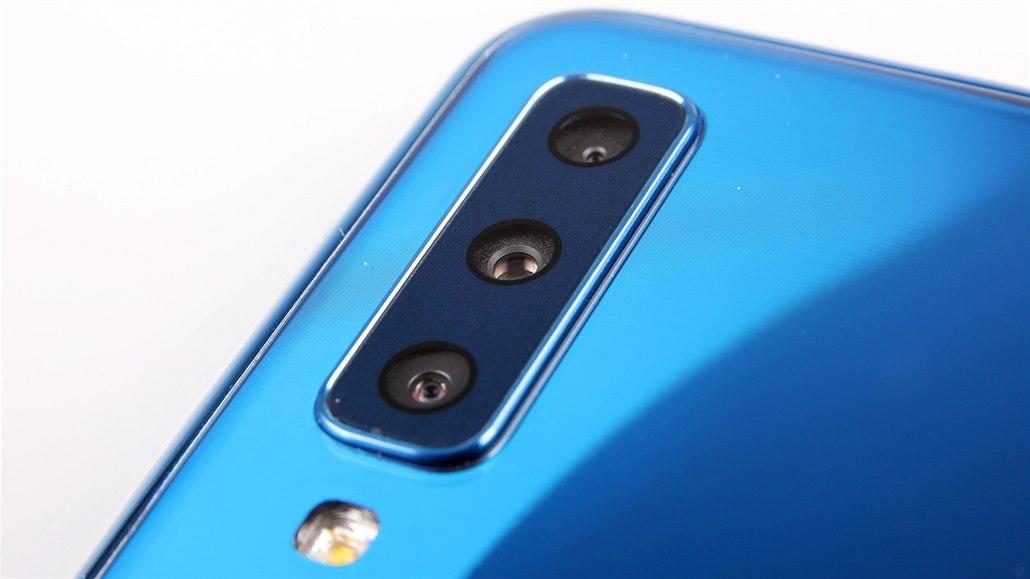 4e9960234 Test Samsungu Galaxy A7: tři zadní fotoaparáty a promarněná ...