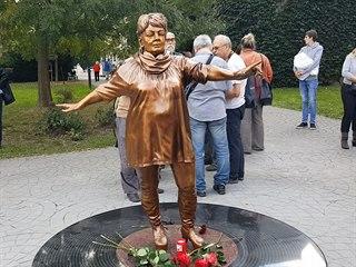 Socha Věry Špinarové byla odhalena v Husově sadu v centru Ostravy. (17. 10....