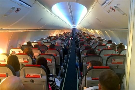 Interiér Boeingu v barvách Norwegian. Norská společnost drží první místo v...