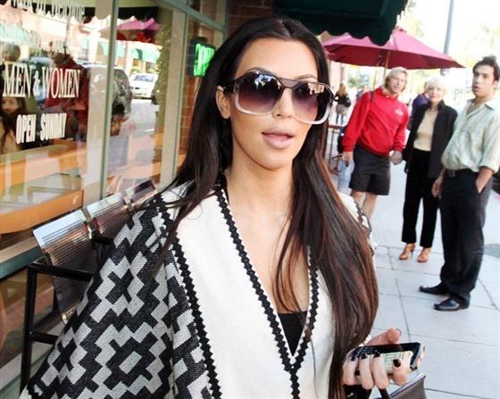 požáry ohrožují domy celebrit utéct musela kardashianová i lady
