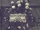Na Staroměstském náměstí vznikl provizorní pomníček padlým československým...