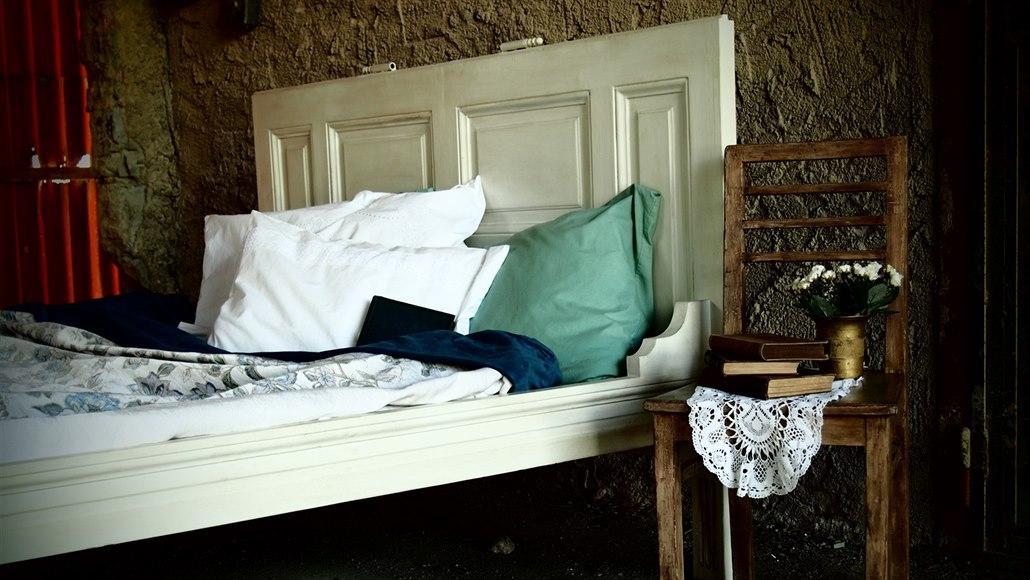 Ze starých dveří postel? Proč ne. I vysloužilým komodám sluší nový kabát