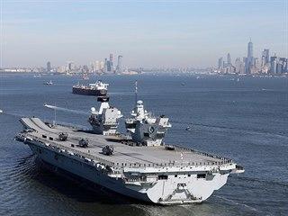 Největší britská letadlová loď všech dob HMS Queen Elizabeth v New Yorku. (20....