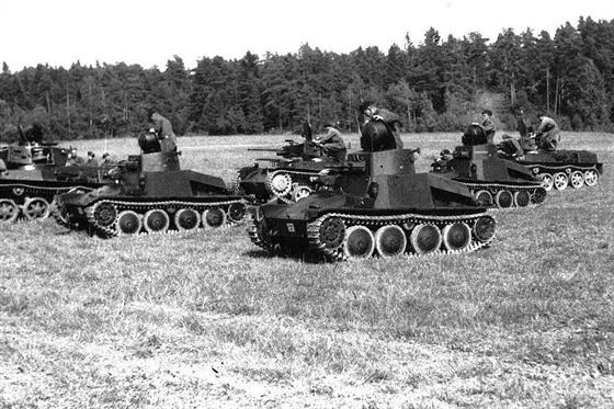 Obrněnce švédské armády, tančíky Praga AH-IV-Sv (voj. ozn.: Stridsvagn m/37) a...