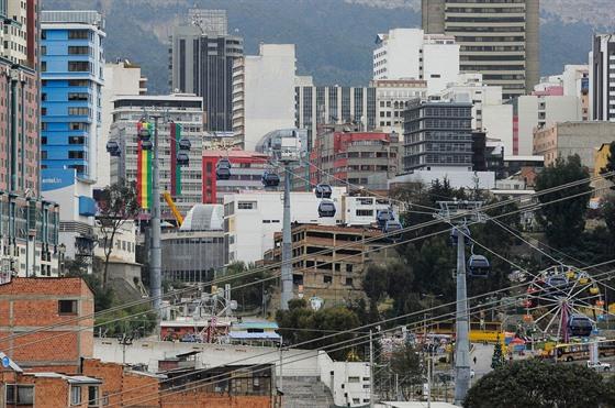 Lanovka v La Paz přepraví každý den skoro 160 tisíc cestujících.