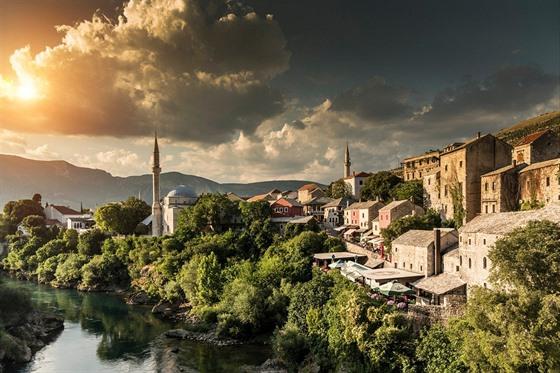 Poškození Mostaru během občanské války bylo obrovské, v současné době už staré...