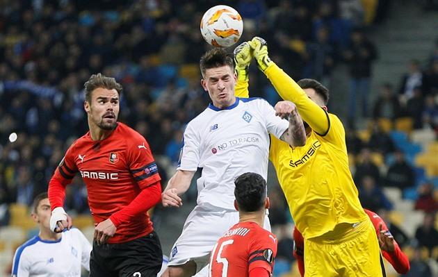 Koubek samlade tre gånger i Kiev, Tjeckien fick inget mål och Arsenal avancerar