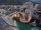 Stari most v Mostaru se stal smutným symbolem občanské války v Jugoslávii.