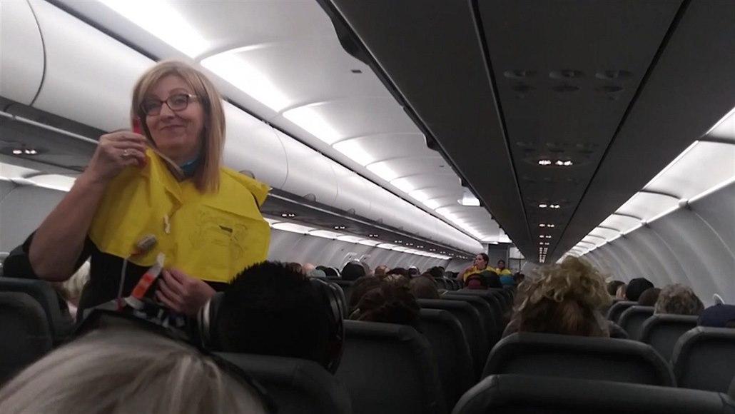 Kyslík jen za příplatek. Vtipný pilot rozesmál cestující v letadle