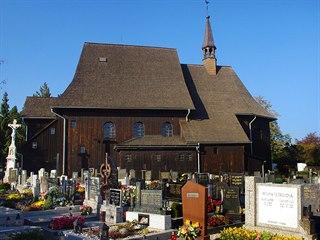 Hřbitov a dřevěný kostel vHněvošicích