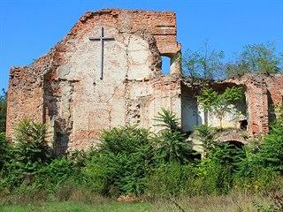 Zeď presbytáře - jediný zbytek impozantního chrámu