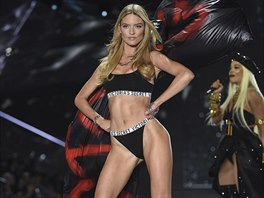 Modelka Martha Hunt na Victoria's Secret Fashion Show 2018 (8. listopadu 2018,...
