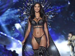 Modelka Lais Ribeiro na Victoria's Secret Fashion Show (8. 11. 2018, New York)