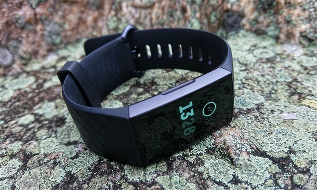 TEST: Fitbit Charge 3 will surprise you with a clear display and new