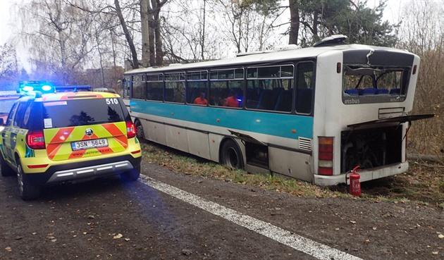 Autobus se u Žatce srazil s osobním autem, jeho řidička nepřežila