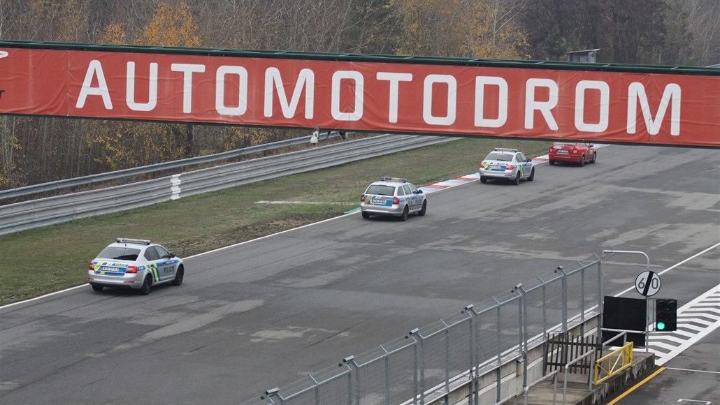 Záchranáři z kraje trénovali ostrou jízdu na brněnském autodromu