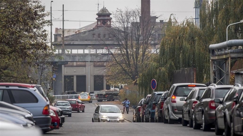 V areálu pardubické nemocnice vznikne parkovací dům pro 585 aut