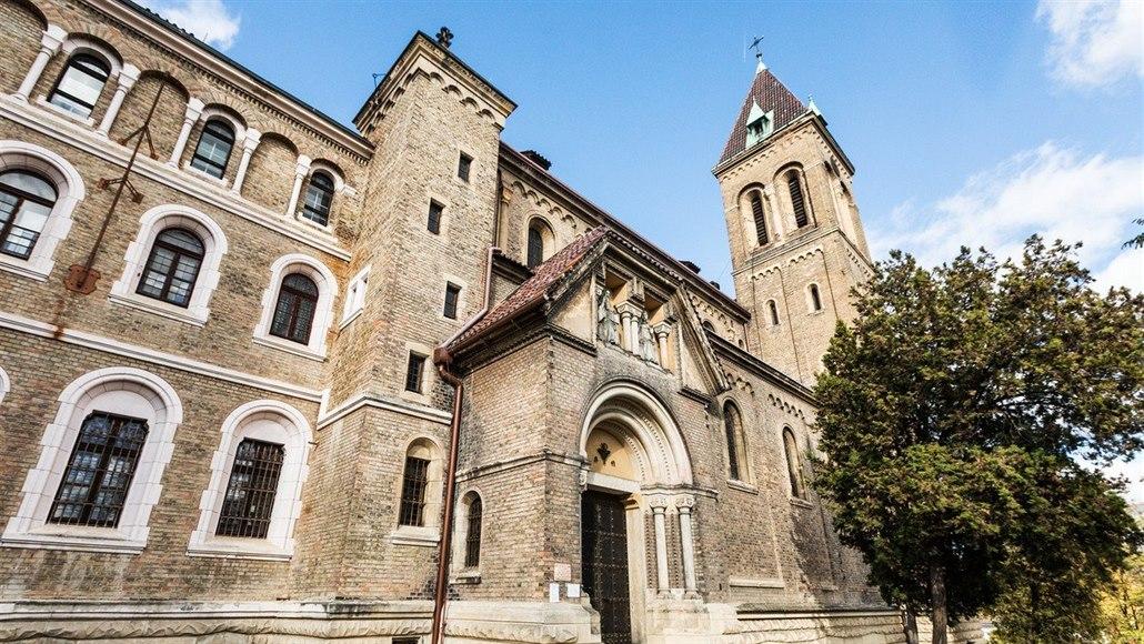 Česká pošta prodala za stamiliony bývalý pražský klášter z 19. století