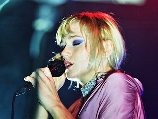 Emma Drobná koncertovala 10. listopadu 2018 v brněnském Kabinetu múz.