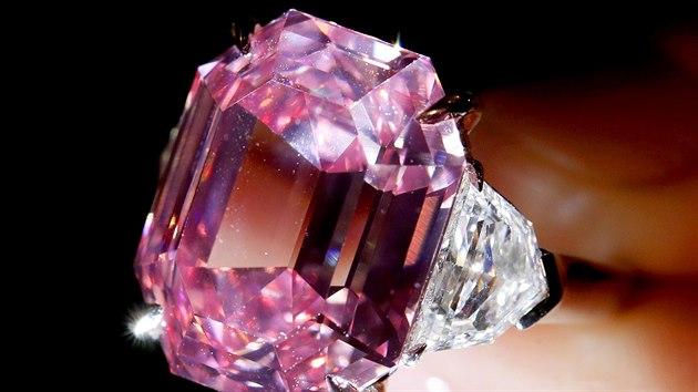 6e9f65712ac Šperky Marie Antoinetty prošly dražbou. Prodaly se za rekordní částku