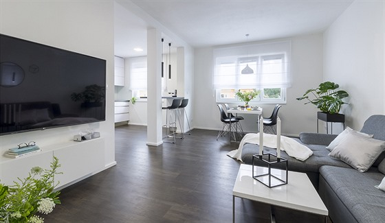 Moderní obývací pokoj v paneláku