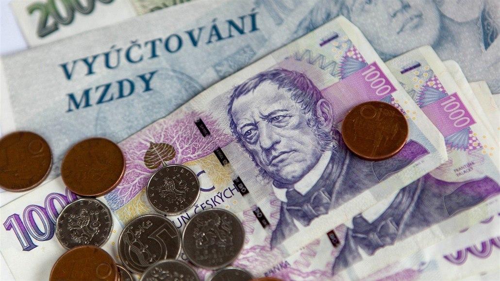Polovina Čechů nebere důstojnou mzdu, měli by vydělávat aspoň 30 tisíc