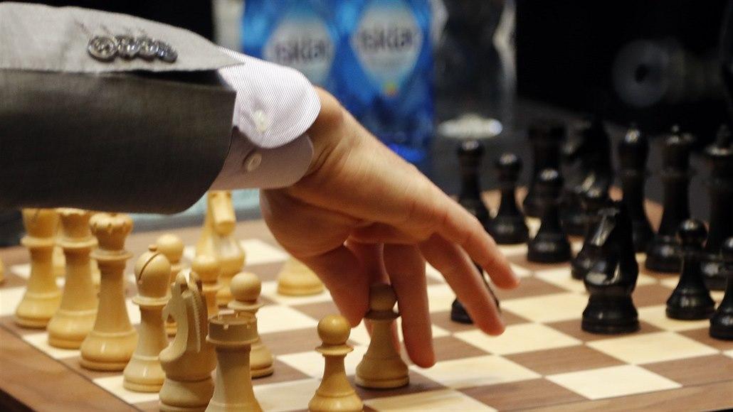 Skandál, český šachista podváděl. Na záchodě si na mobilu analyzoval partii