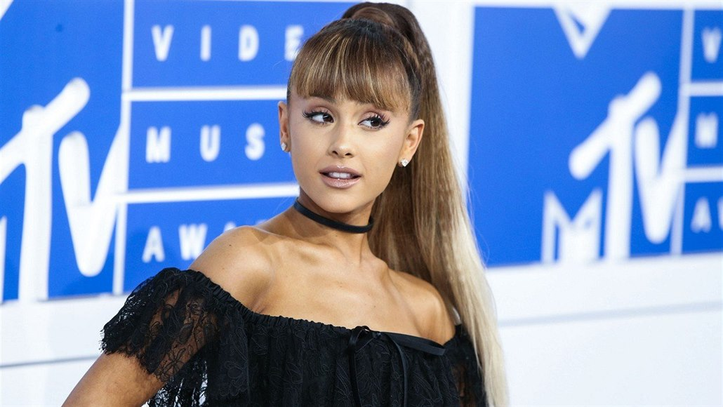 Ariana Grandeová na MTV Video Music Awards (2016)