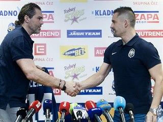 Jaromír Jágr (vlevo) a Tomáš Plekanec na tiskové konferenci prvoligového Kladna