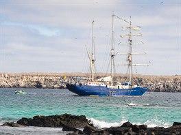 Souostroví Galapágy je ideální navštívit na menší lodi - plachetnici nebo...