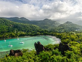 Seychely poskytují bezpočet nádherných zátok ke kotvení, koupání a průzkumu...