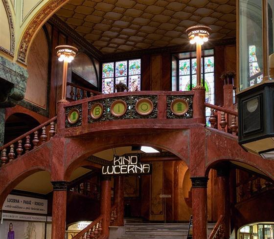 e4a8893db12 Palác Lucerna se ihned po svém otevření stal symbolem pražského kulturního.