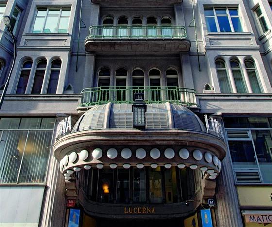 e41301a60e0 Když Vácslav Havel v roce 1908 ukázal návrh fasády nového projektu do  Vodičkovy.