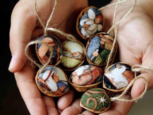 Ozdoby z ořechových skořápek mají kouzlo starých časů, vyzkoušejte to