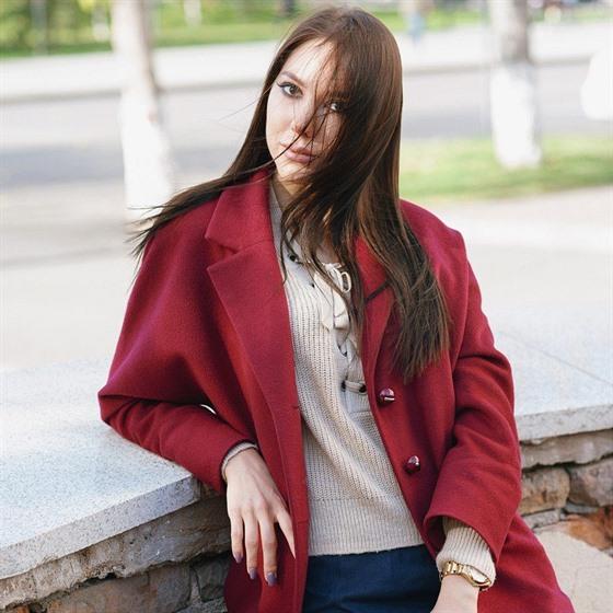 Vlněný kabát by neměl v zimním šatníku chybět. Do pračky ale nepatří. 1c050580ca