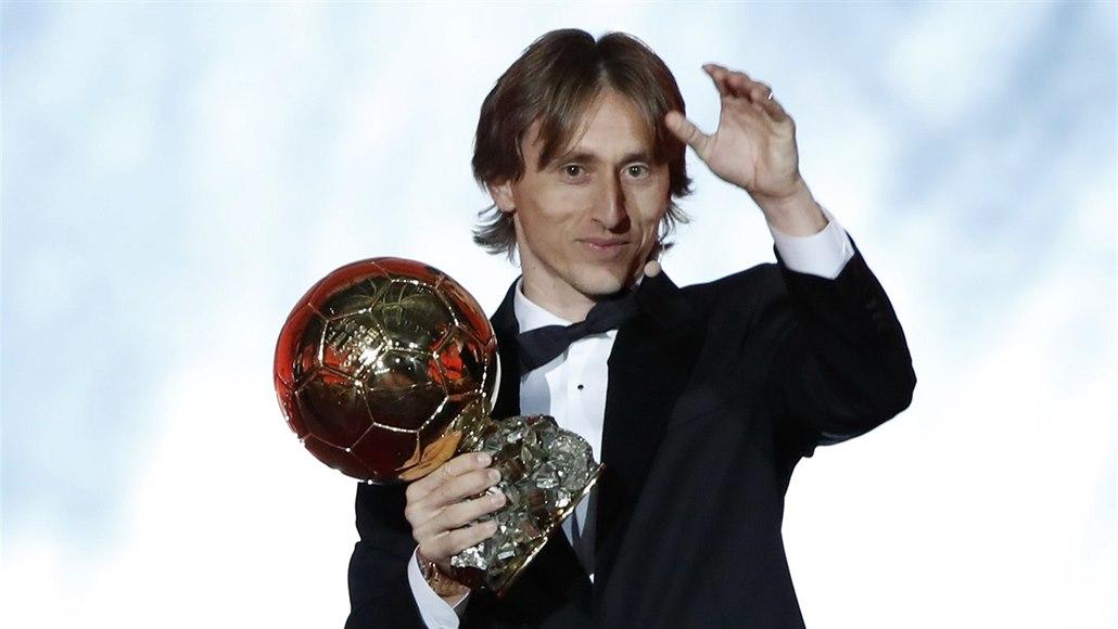 V širší nominaci na Zlatý míč chybí jméno loňského vítěze Modriče