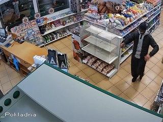 Policie zveřejnila záznam z kamery v čerpací stanici na Mělnicku, na kterém...