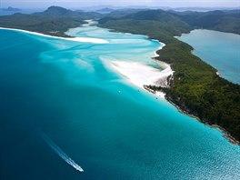 Pláž Whitehaven Beach, Queensland, Austrálie. Stejně jako Navajo je i...