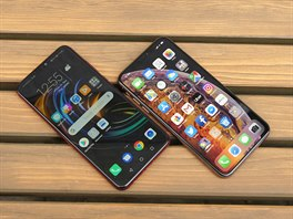 Honor 8X a Apple iPhone XS Max