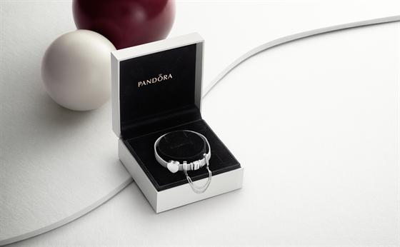 Vánoce se zářivými šperky PANDORA - iDNES.cz eaea473a686