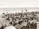 Zaplněná pláž Scheveningen u nizozemského Haagu na nedatovaném snímku