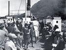 Turisté při výletu vltavským parníkem (1932)