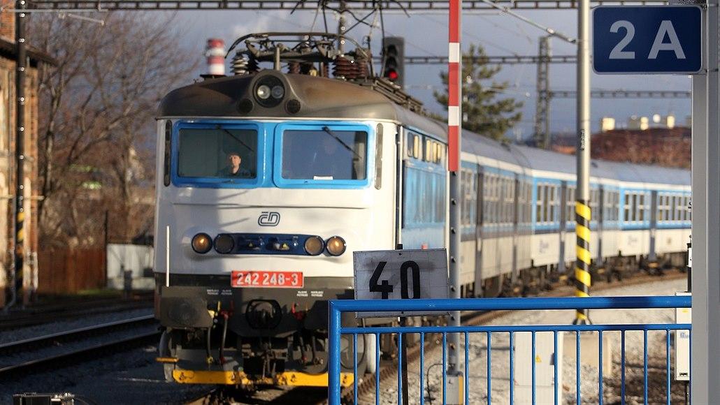 Střet vlaku s člověkem zastavil provoz na trati mezi Prahou a Olomoucí