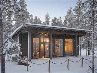 Zimní romantická atmosféra platí i pro srubové domy v moderním pojetí.